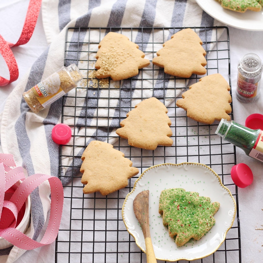 How to Host a Holiday Cookie Decorating Party