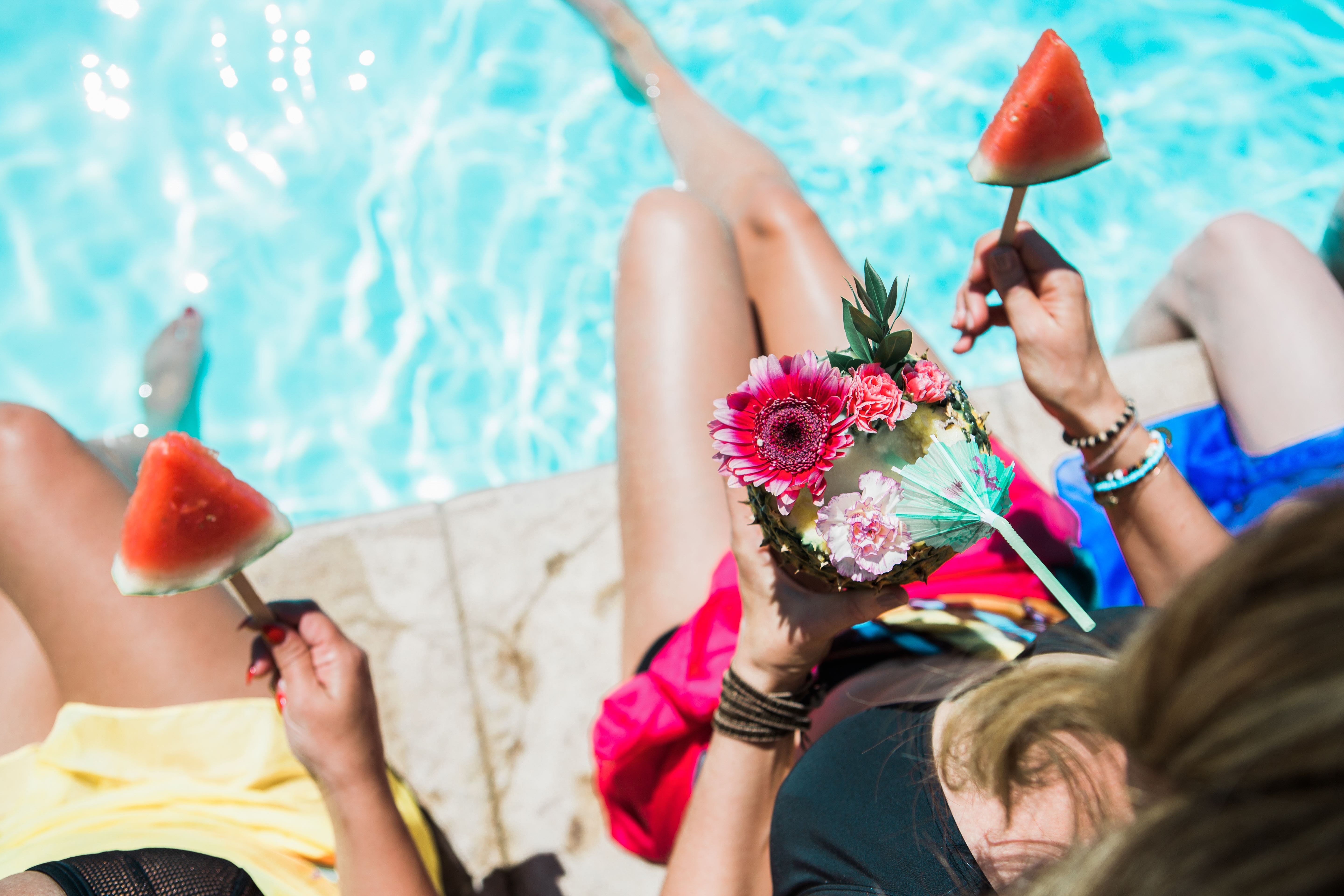How to Throw a Pool Party Picnic