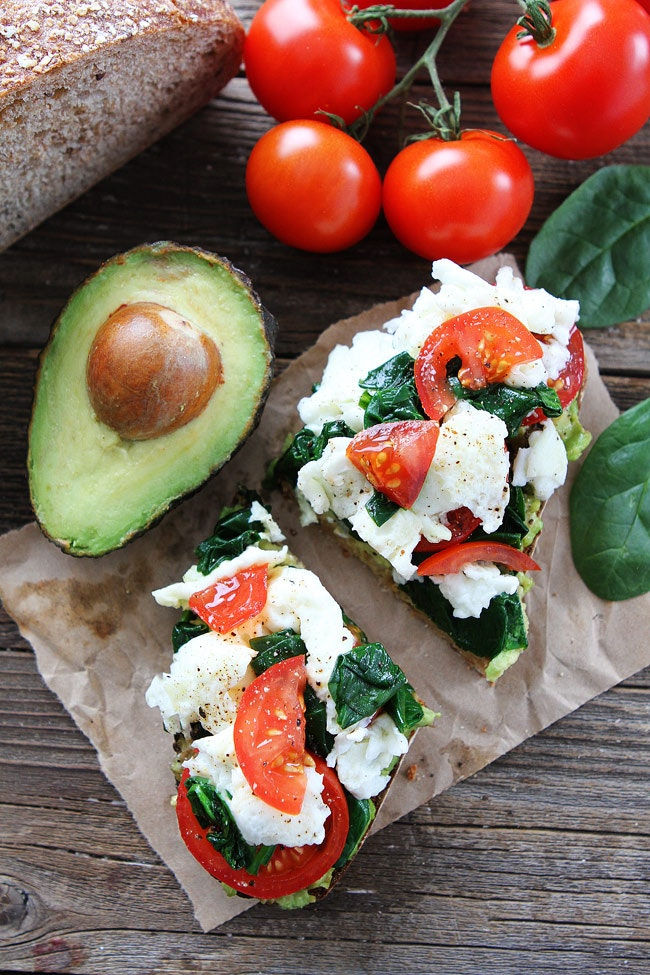 31 Avocado Toast With Scrambled Eggs And Spinach 4