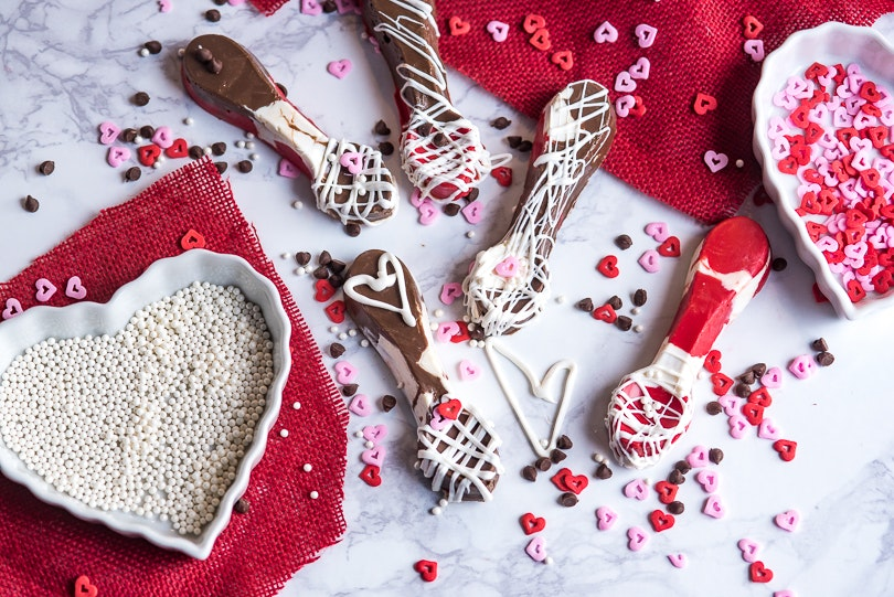 These Chocolate Candy Spoons Are Such a Cute Homemade Valentine's Day Gift