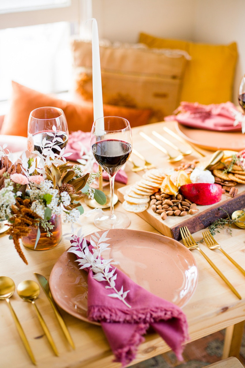 Host a Cozy Friendsgiving with This Gorgeous Tablescape