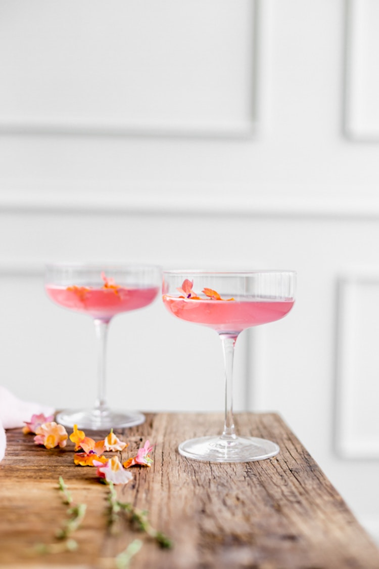 Mix cocktails with flowers this spring hibiscus daiquiris the edible flowers 5 izmirmasajfo