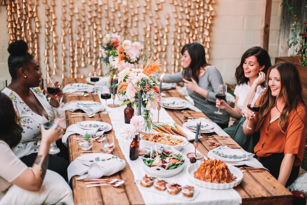 This Boho Friendsgiving Is the Perfect, Relaxed Way to Celebrate the Holidays