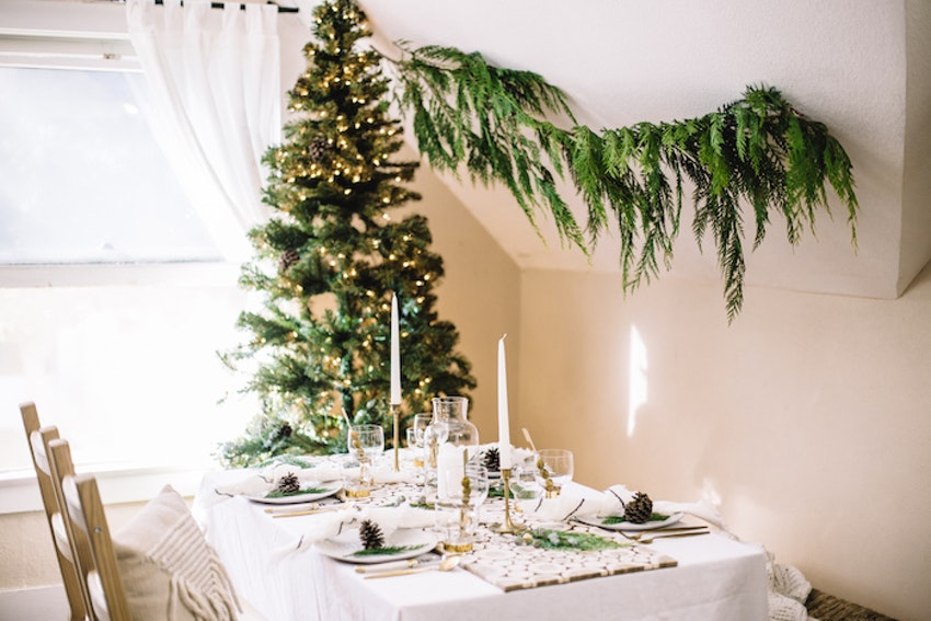 Turn Your Holiday Table Into a Winter Wonderland