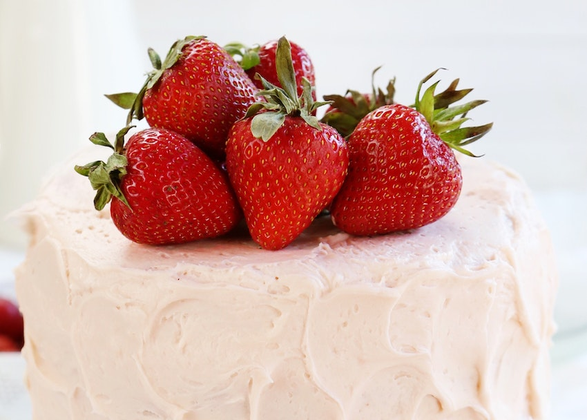 Strawberry Lemon Surprise Cake Recipe