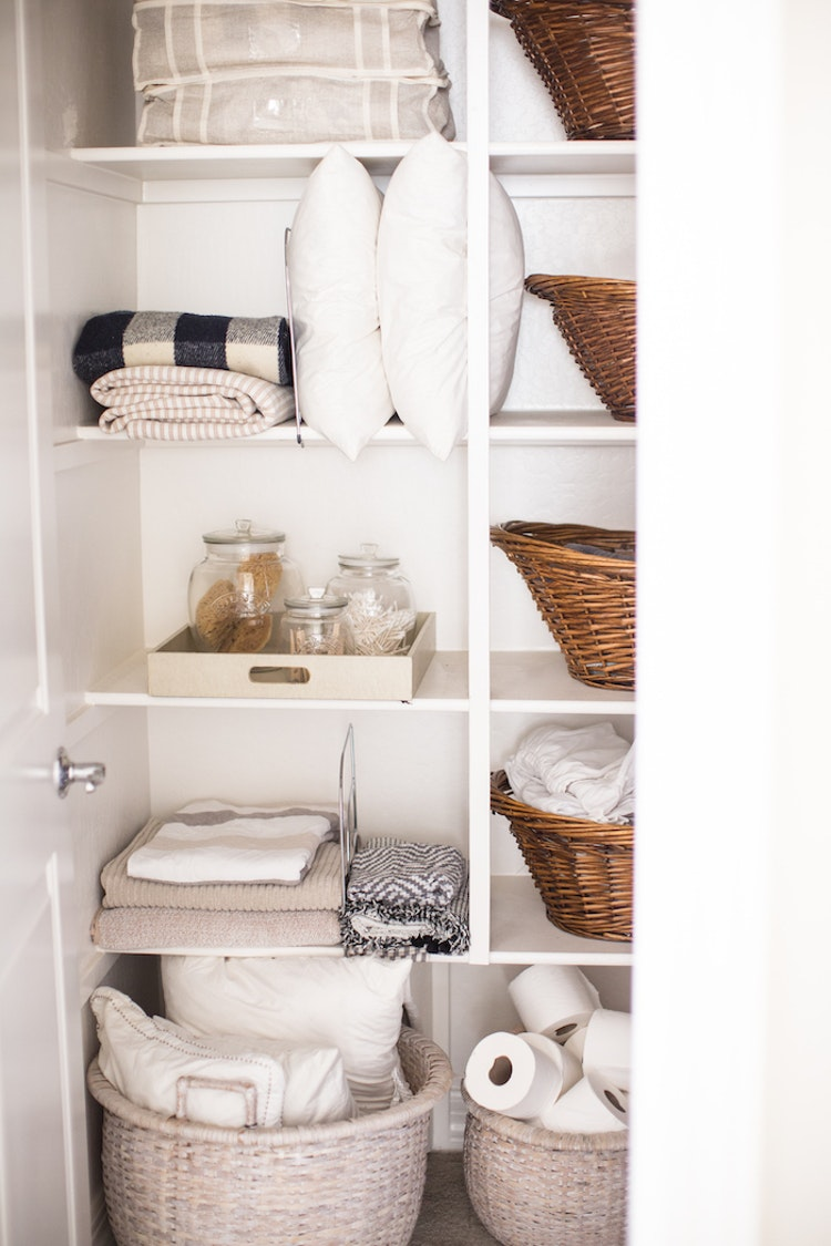 how to organize your linen closet the inspired home. Black Bedroom Furniture Sets. Home Design Ideas