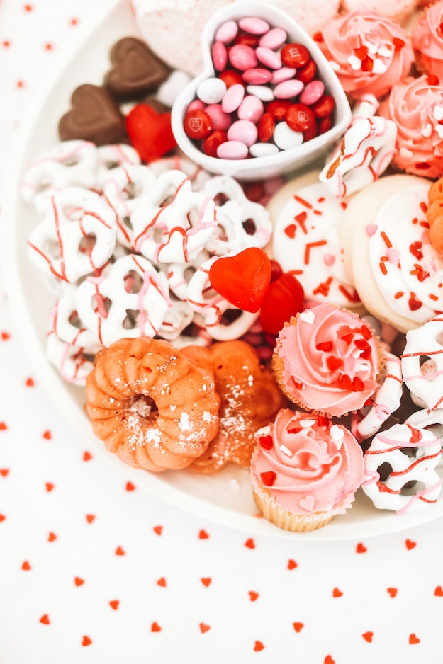 How To Make A Valentine S Dessert Platter The Inspired Home