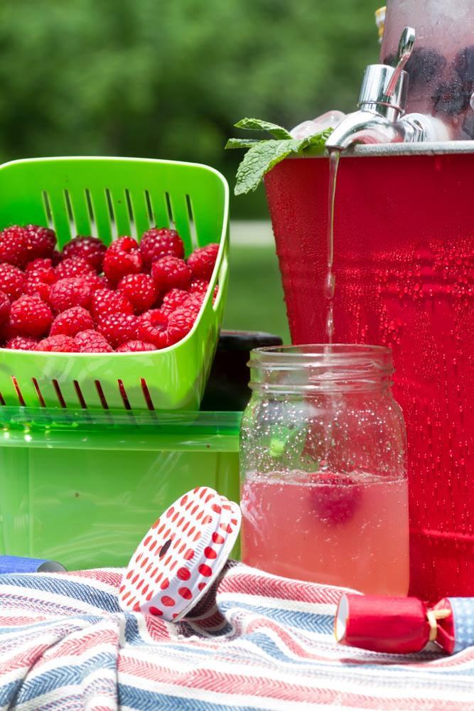 blackberry-lemon-pouring