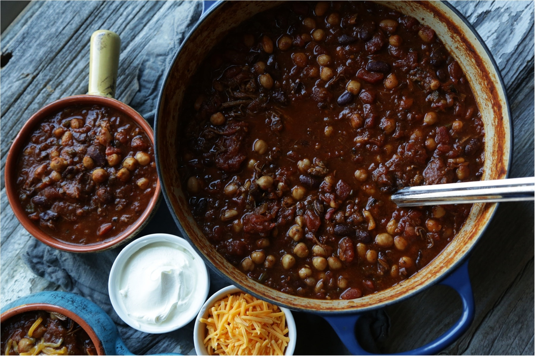 Smoked brisket chili with the toppings