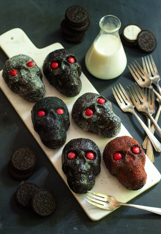Dark Chocolate Oreo Mini Skull Cakes
