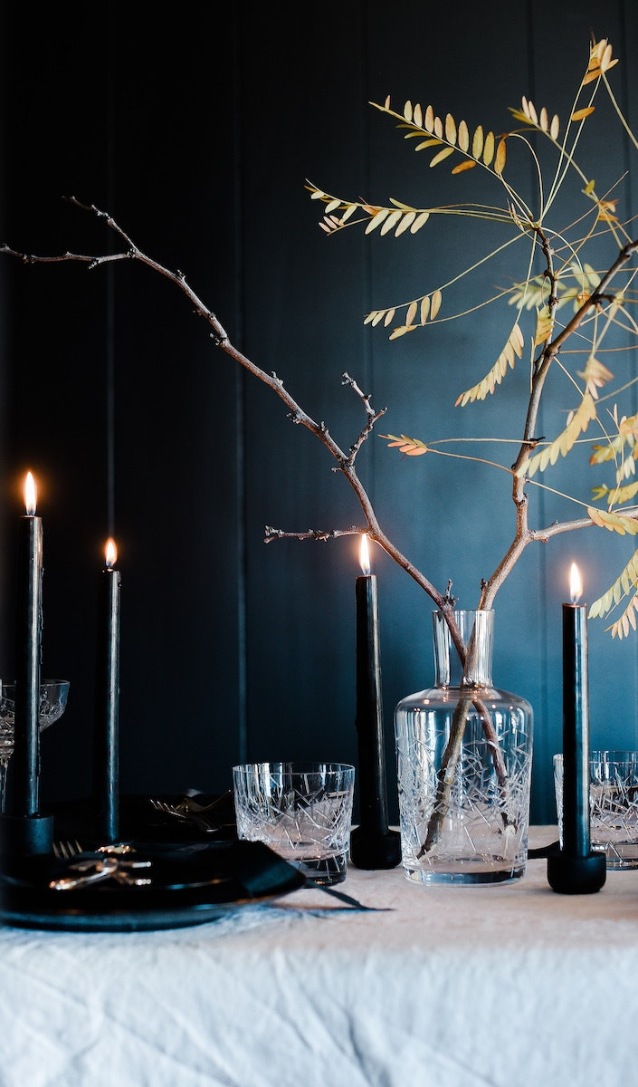this elegant halloween table will make you want to host a spooky