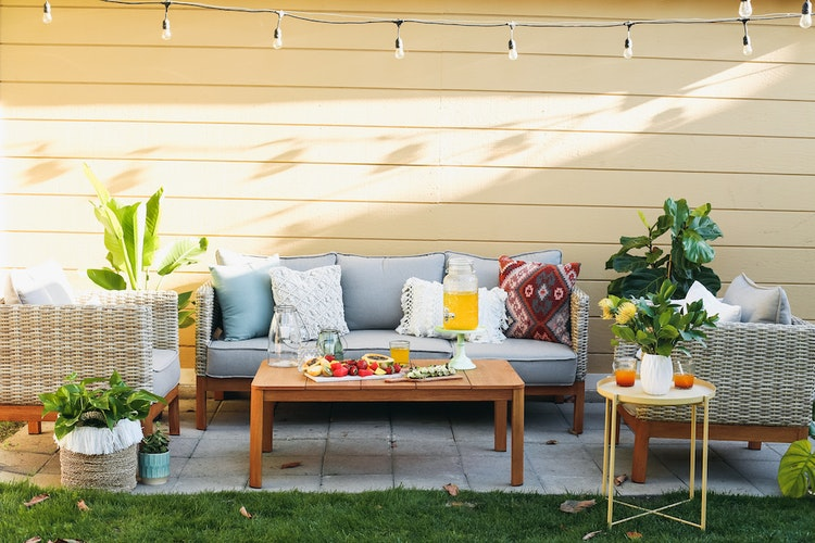 Celebrate Your New House with the Perfect Housewarming Party