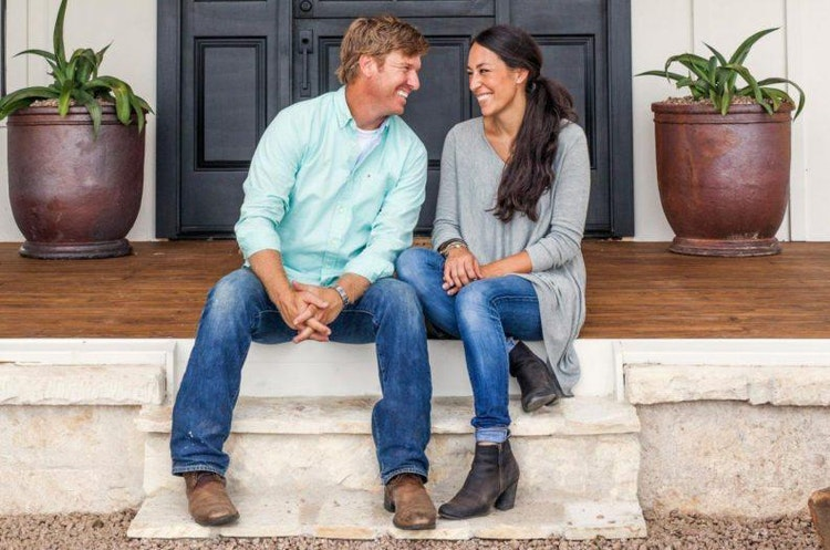 how to decorate your home 39 fixer upper 39 style like joanna chip gaines deborah shearer the. Black Bedroom Furniture Sets. Home Design Ideas