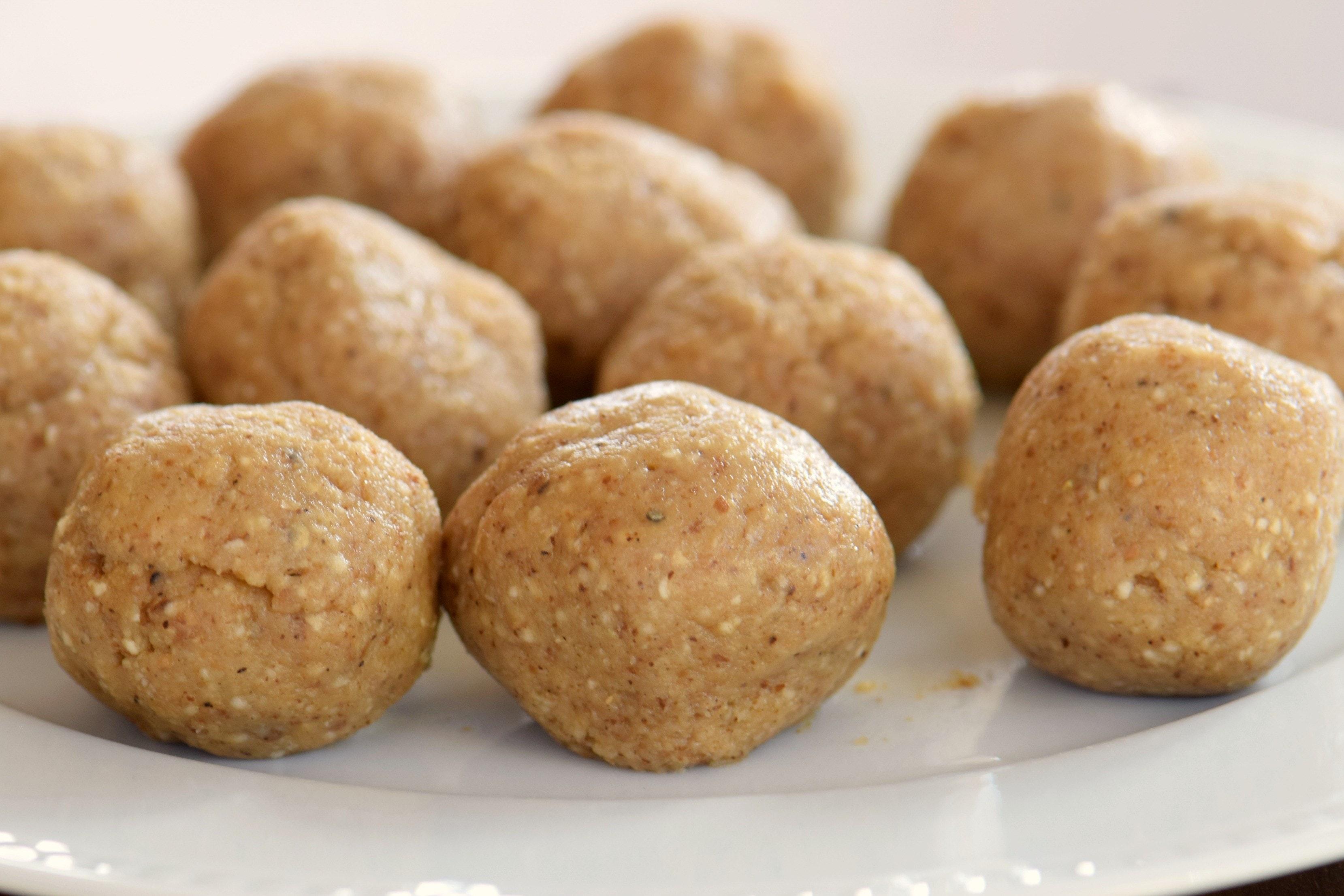 passover-matzo-balls-raw