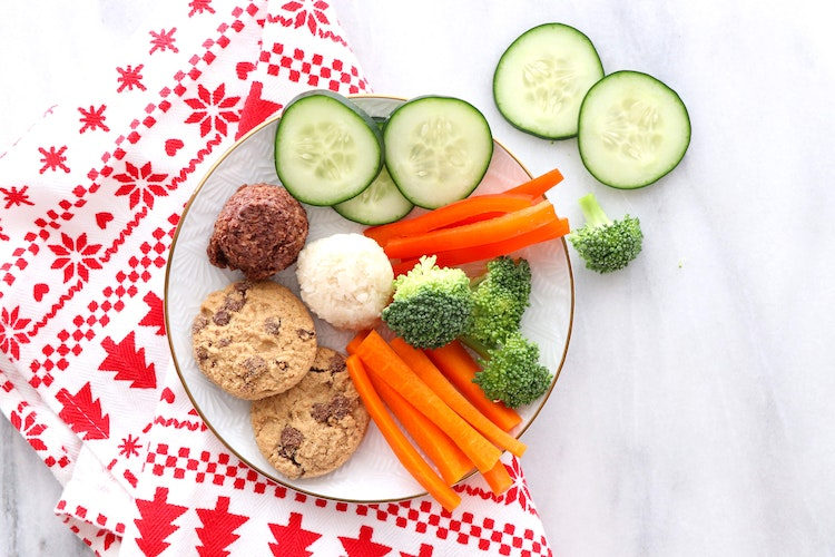 5 Ways a Nutritionist Eats Healthy During Holiday Party Season