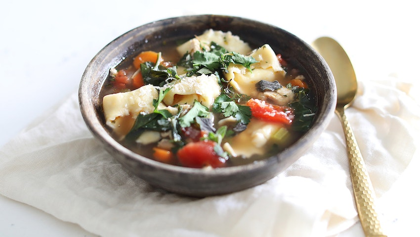 Homemade Cheese Tortellini Soup with Chicken and Spinach